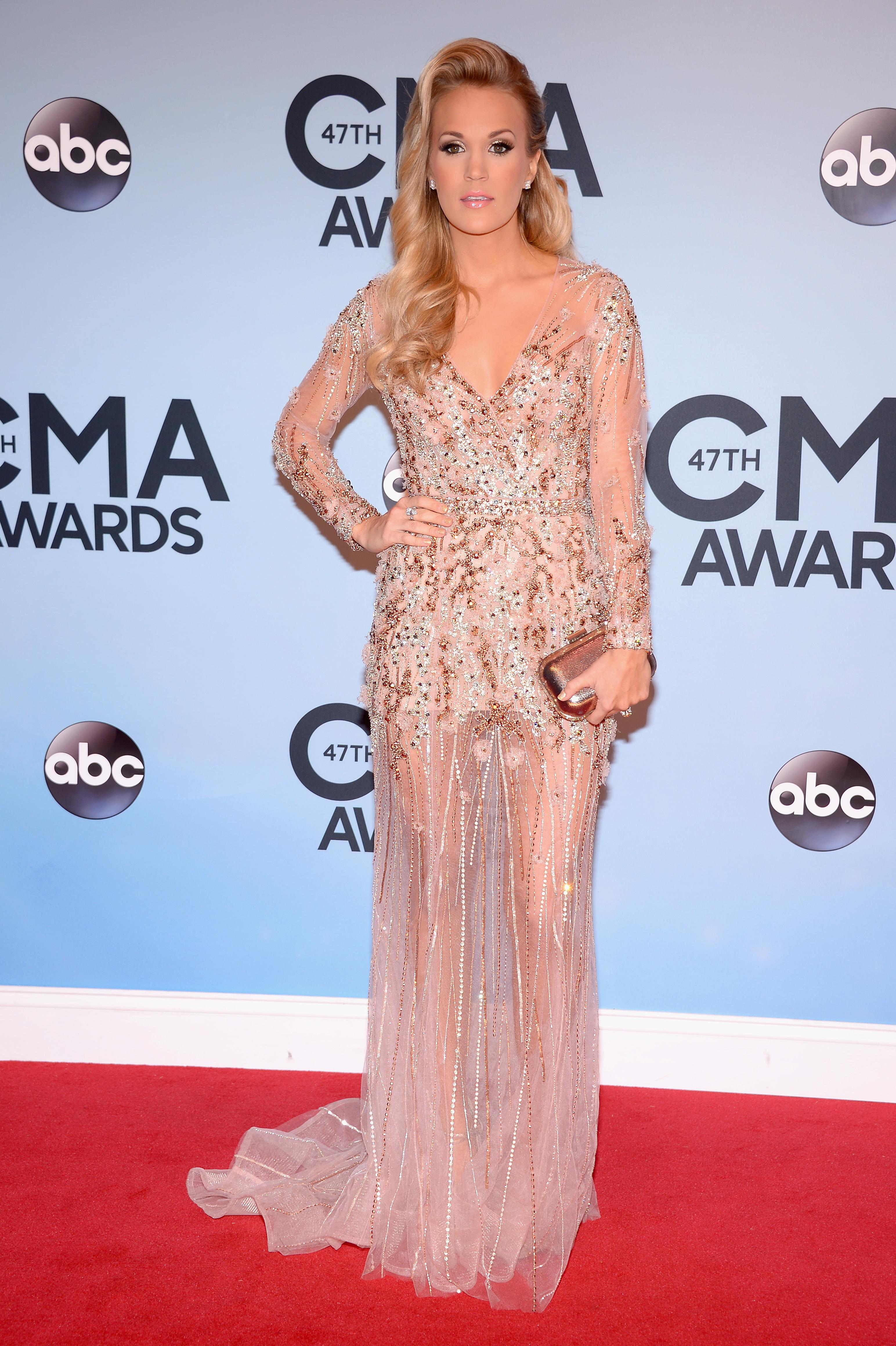 Taylor Swift looking beautiful.   Taylor swift dress, Nice