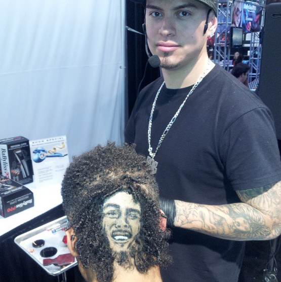 This skillfull -but tacky- barber turns your hair into celebrities