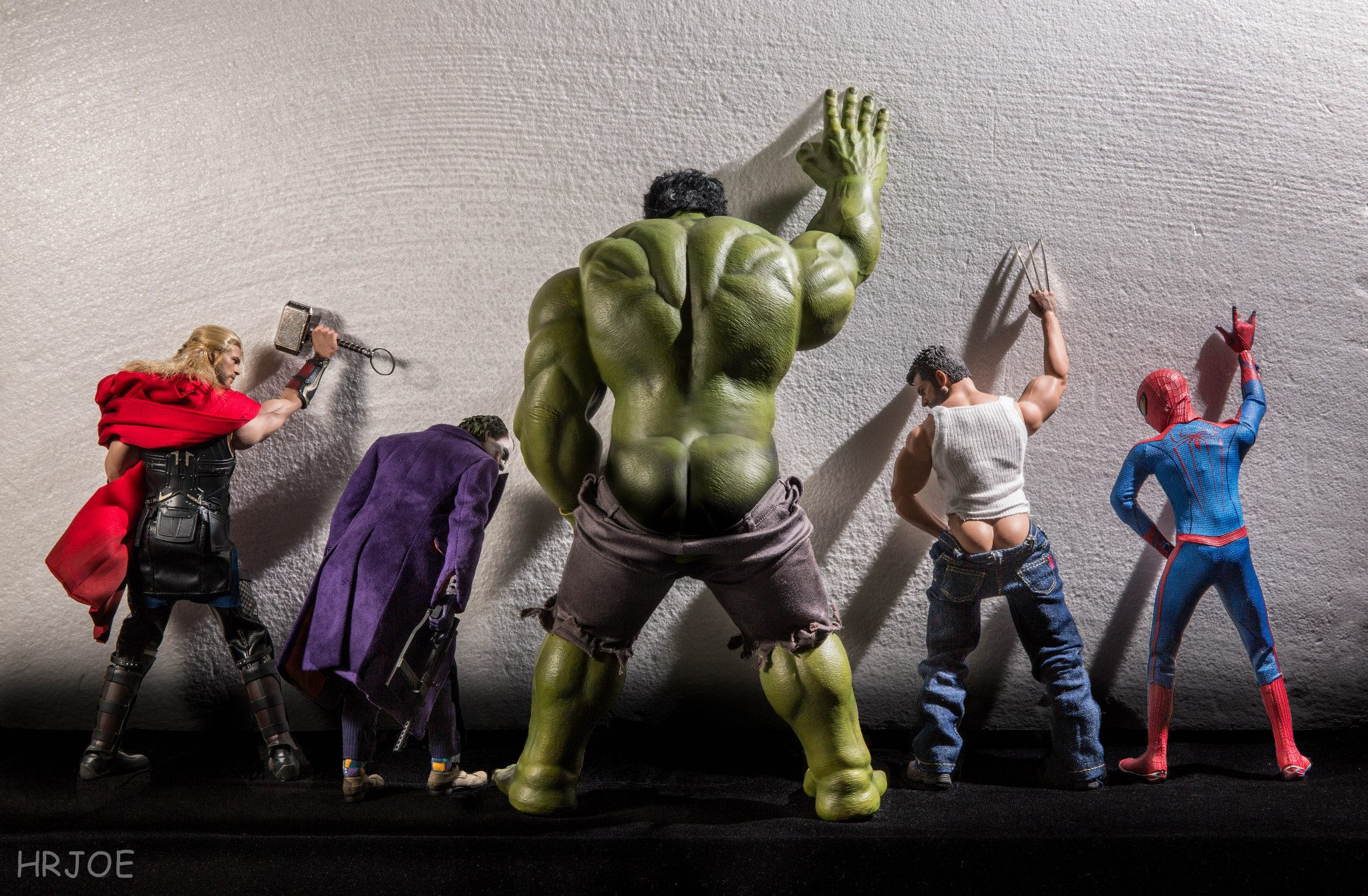 Photographer turns Marvel & DC superheros toys into regular folks with hilarious staging