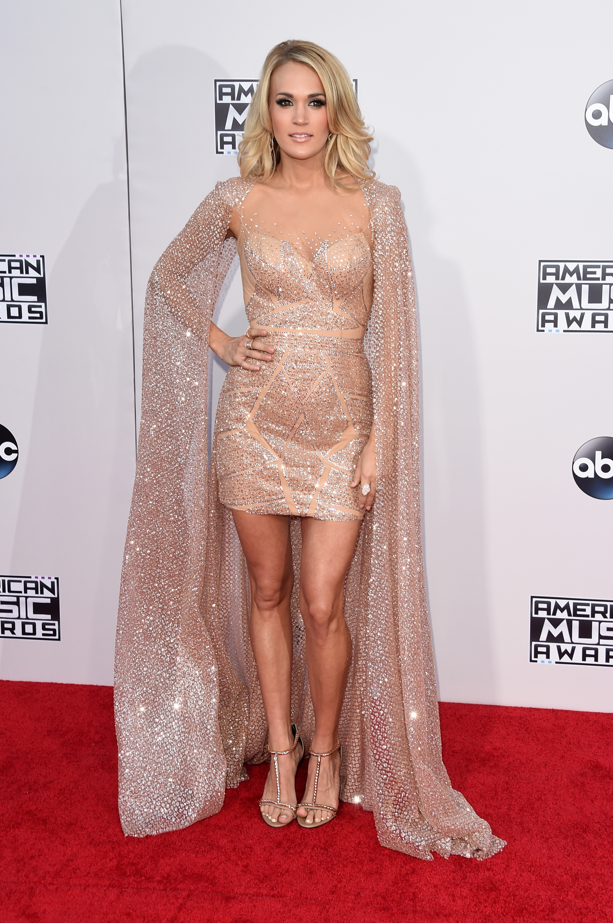 Top 10 hottest American Music Awards red carpet looks, starring Carrie Underwood, Demi Lovato, Nick Jonas [GALLERY]