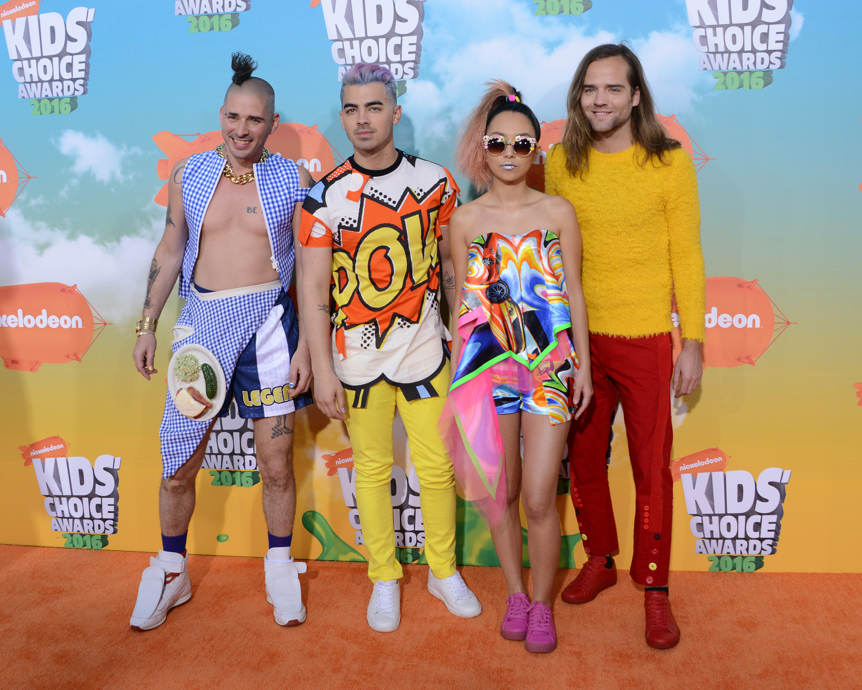 Nickelodeon's Kids' Choice Awards bring out weird, wacky red carpet looks [GALLERY]
