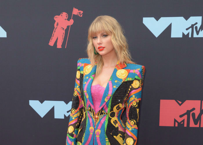 Taylor Swift Says She's Being Blocked from Performing Her Old Songs at the AMAs