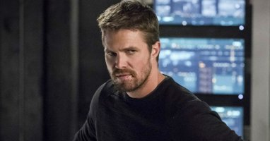 Stephen Amell Talks Crossover Frustrations, Confirms He Wanted to Leave Arrow Last Season