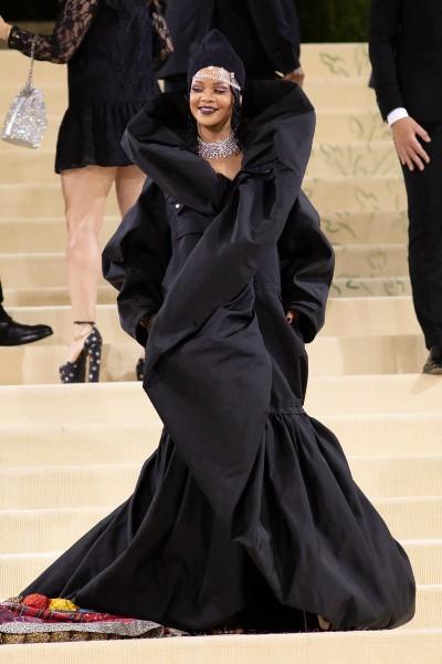Rihanna in Balenciaga Couture, Maria Tash and Thelma West jewelry.